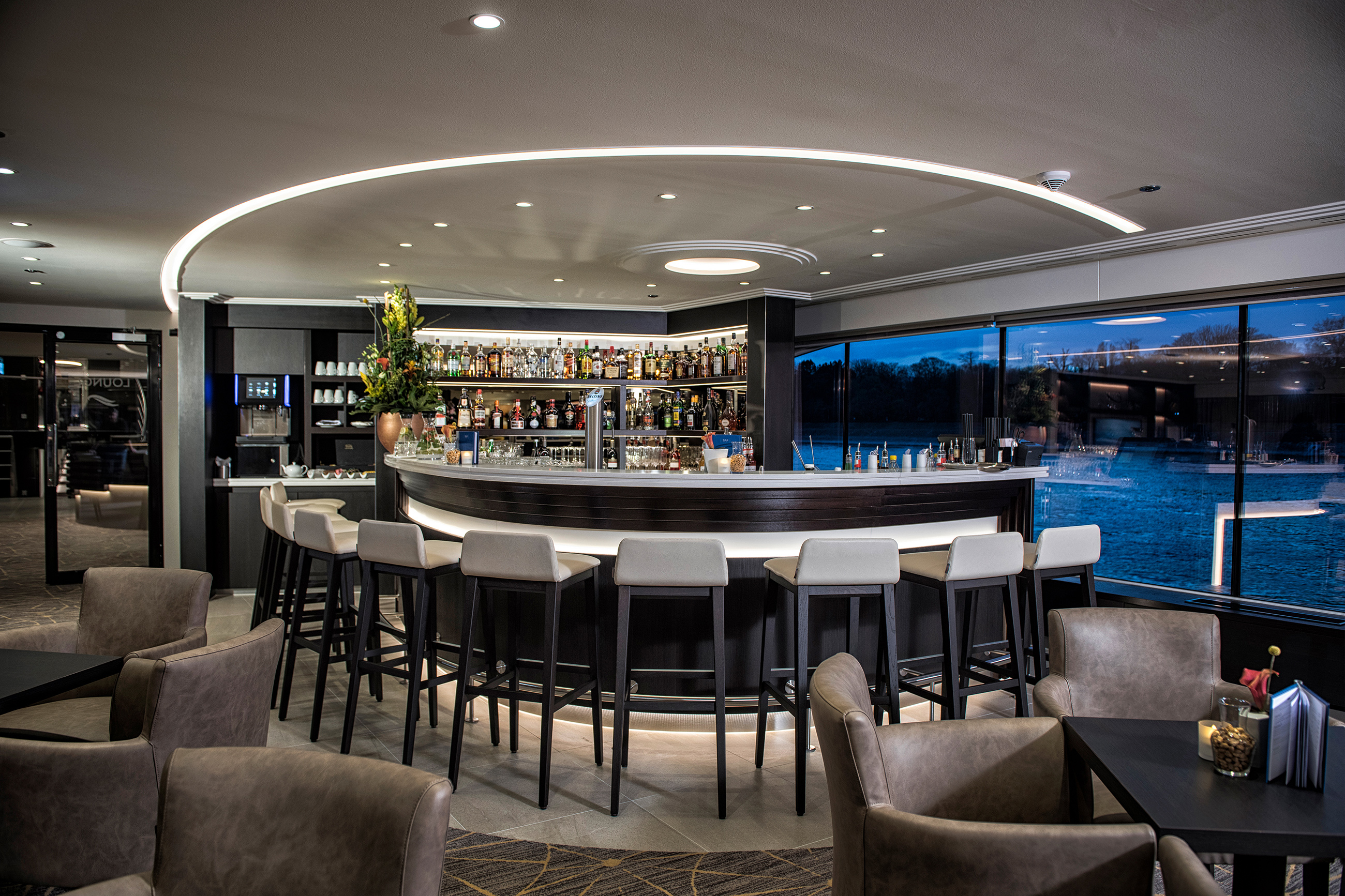 ENVISION_panorama_lounge-bar.jpg