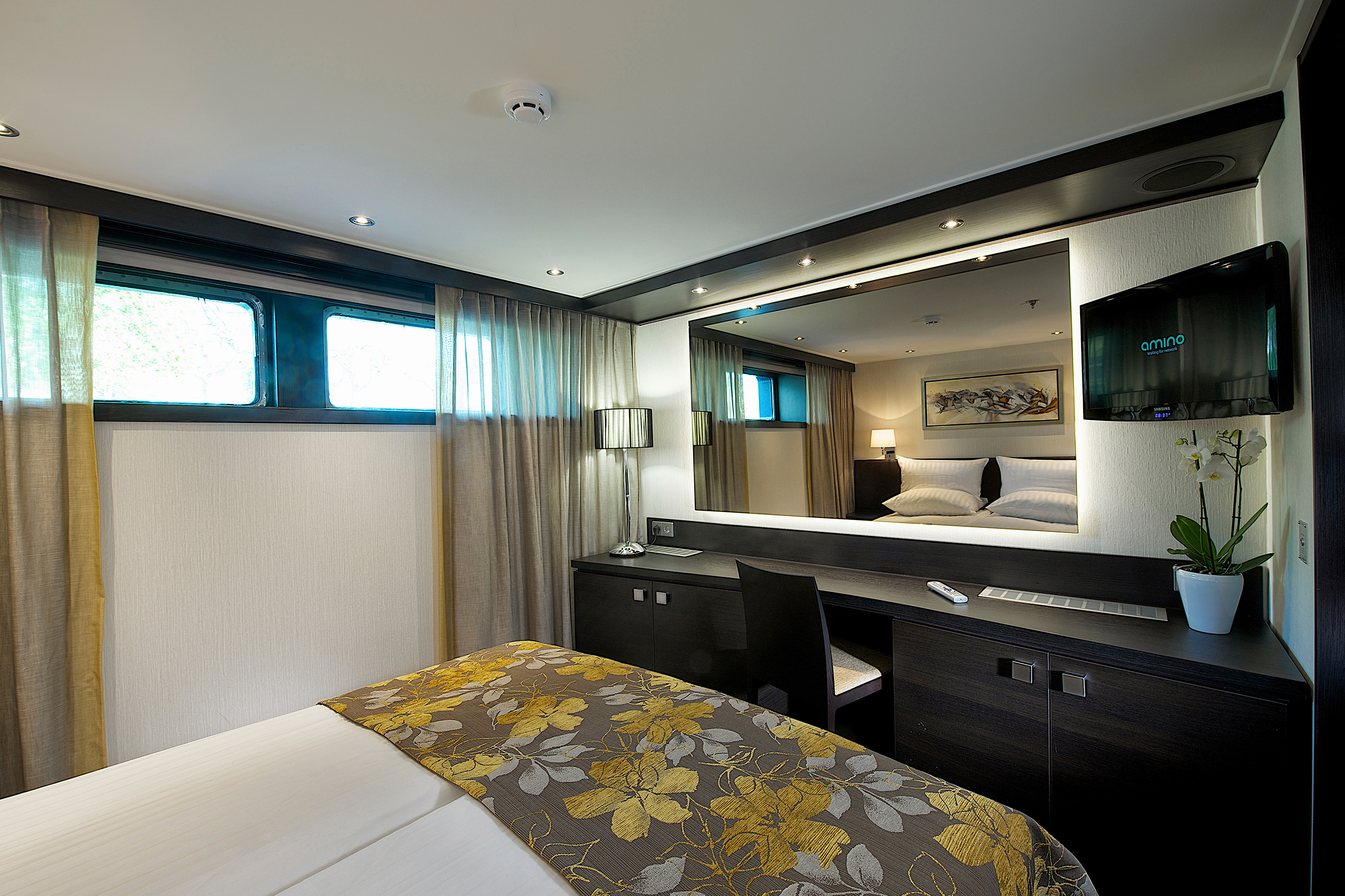 EXPRESSION_deluxe_stateroom-2.jpg